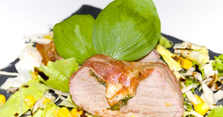 Schweinefilet gefüllt mit Pesto Rosso, Basilikum und Mozzarella