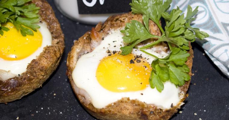 Frühstück-Muffins mit Ei und Bacon