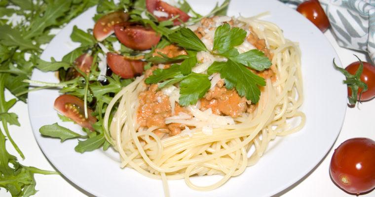 Spaghetti mit Tomaten-Hack-Sahne-Soße