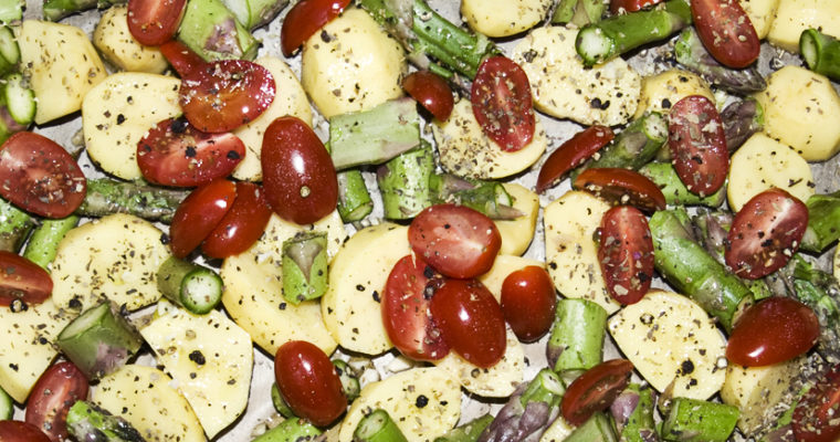 Ofengemüse mit Kartoffeln, Spargel und Feta